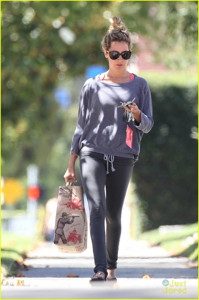 ashley tisdale trader joes run 07