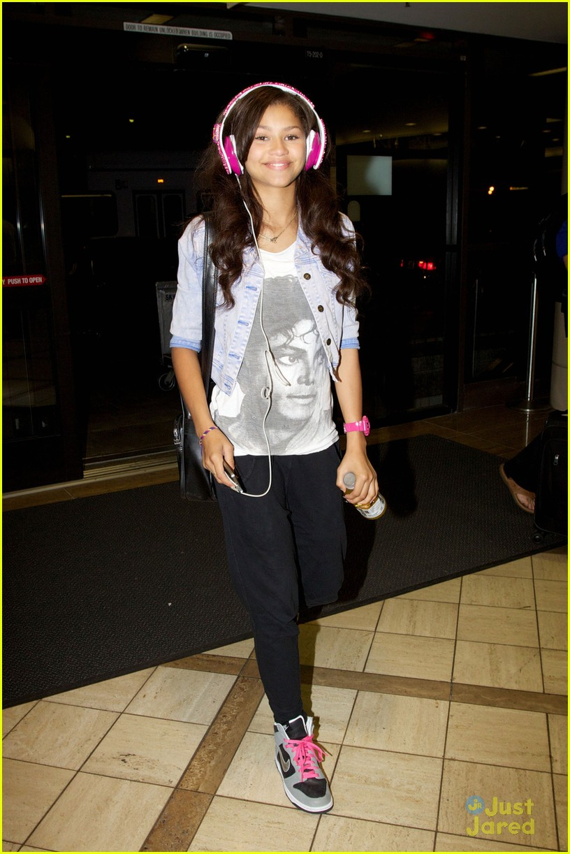 zendaya leaving lax 06