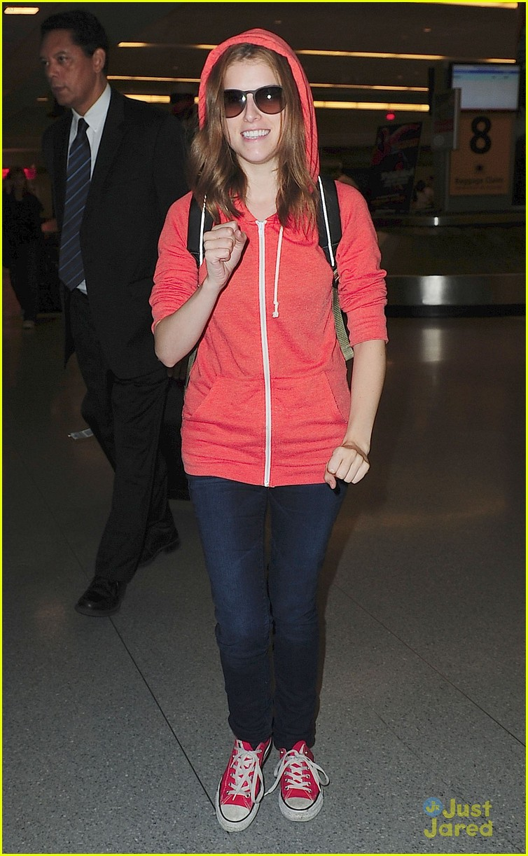 anna kendrick orange hoodie 09