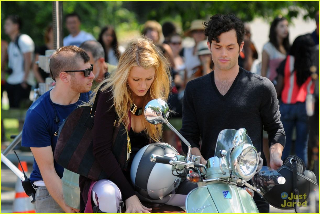 blake lively penn badgley vespa 15