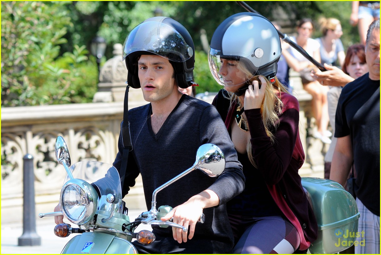 blake lively penn badgley vespa 16