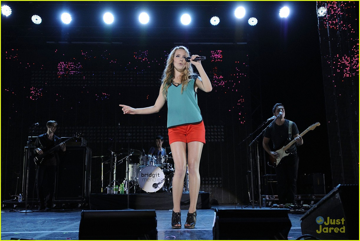 Bridgit Mendler: Toronto Concert Cutie | Photo 490844 ...
