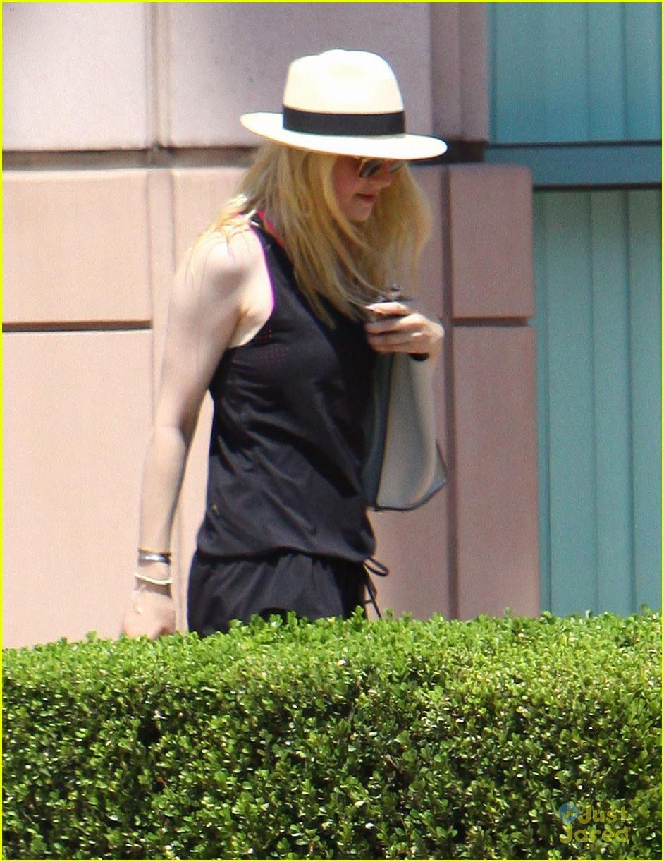 dakota fanning workout mom 02
