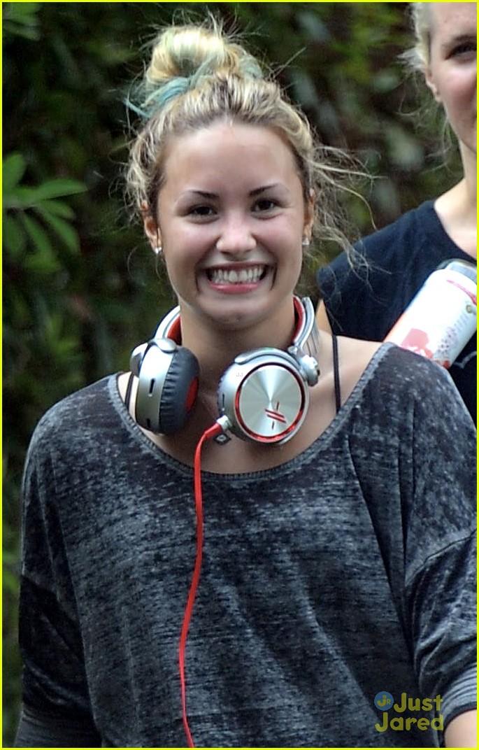Demi Lovato Cute Pics 2012 Last one is cute