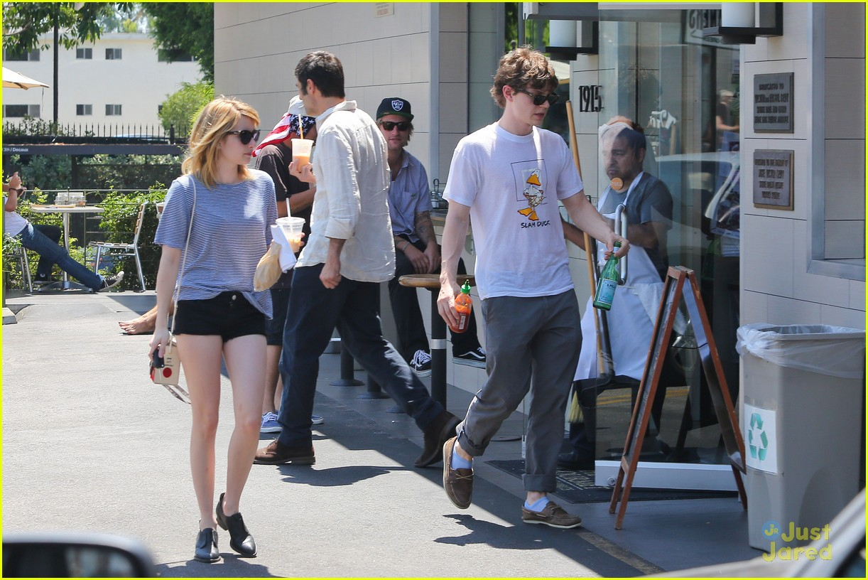 emma roberts evan peters oak market 13
