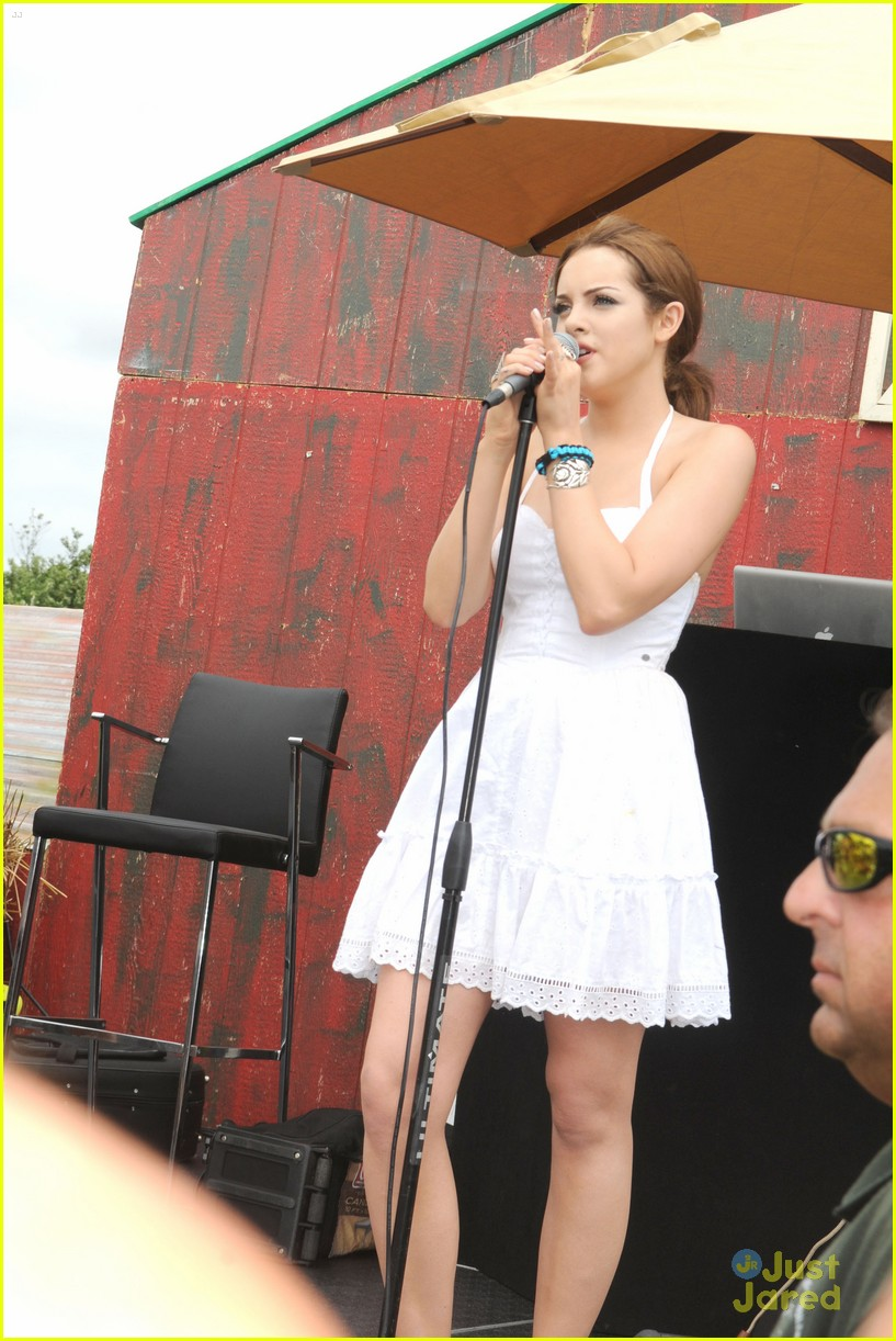 elizabeth gillies einsten family day 07