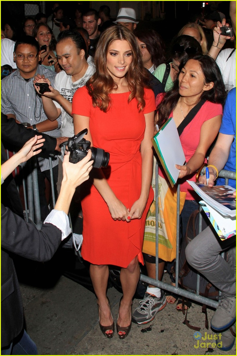 ashley greene kimmel arrival 04