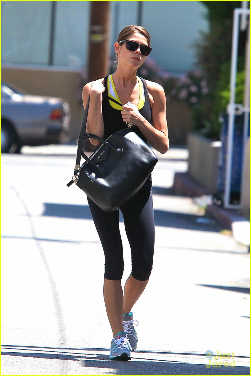ashley greene workout monday 04