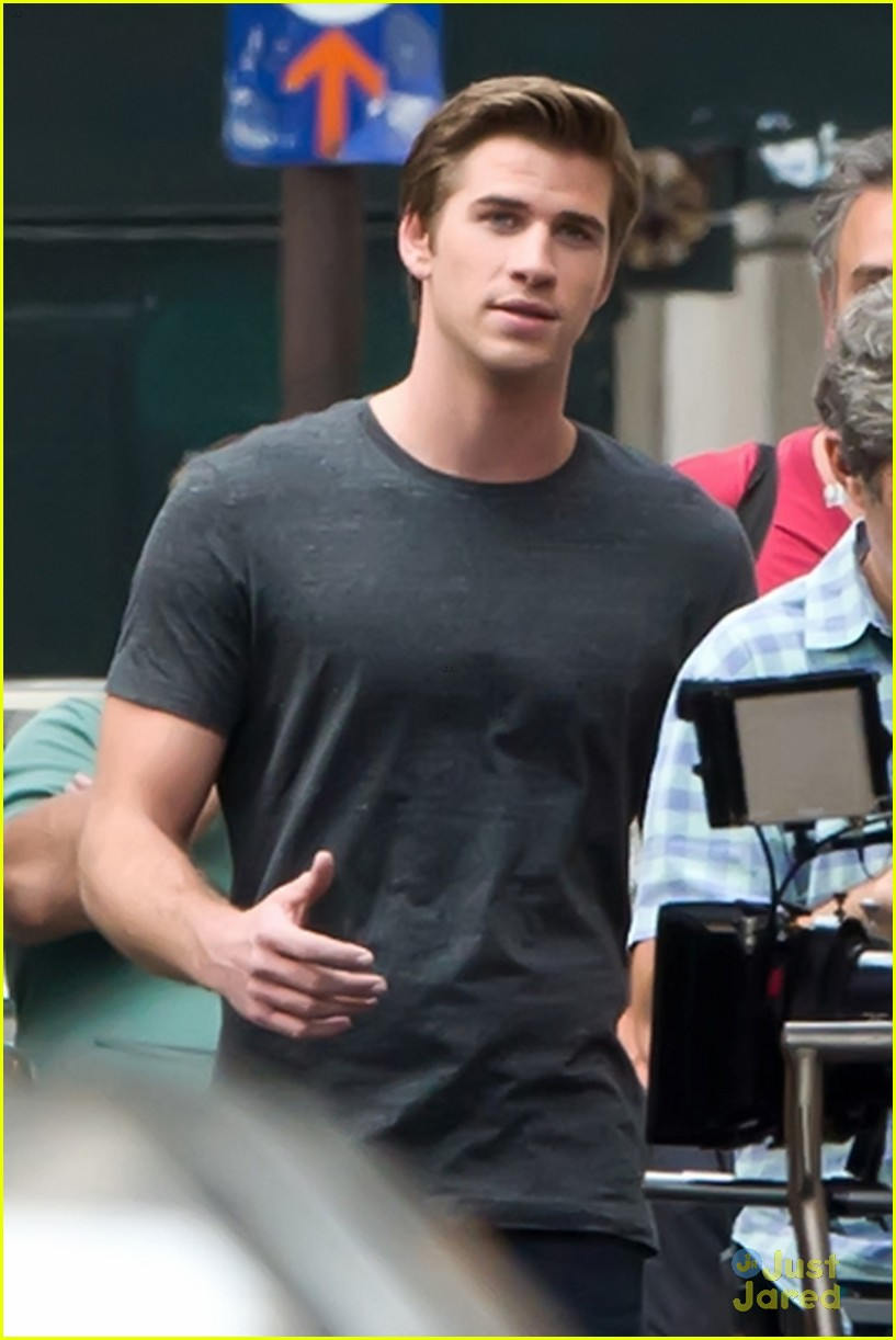hemsworth coffee on set 02