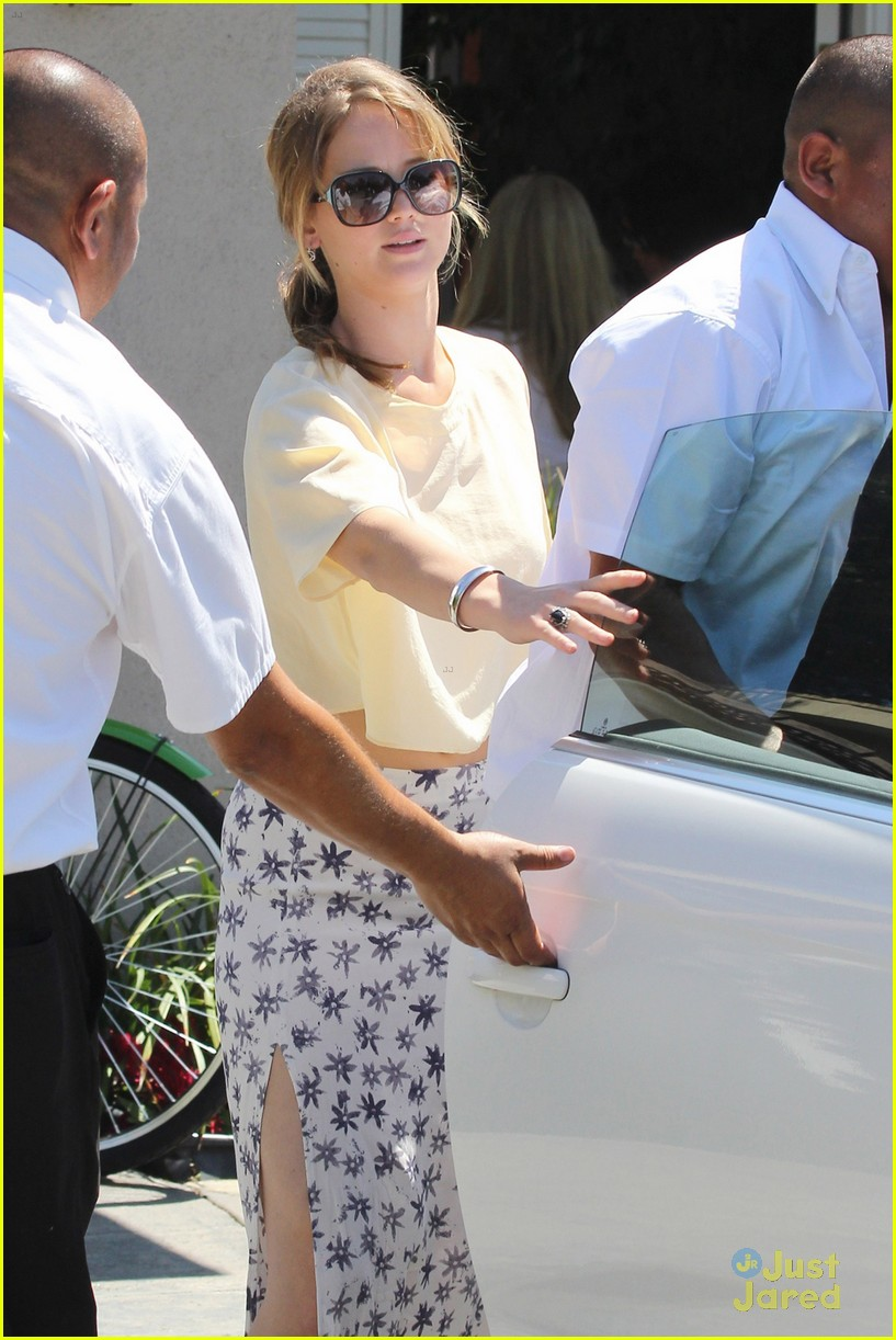 jennifer lawrence brentwood party 01