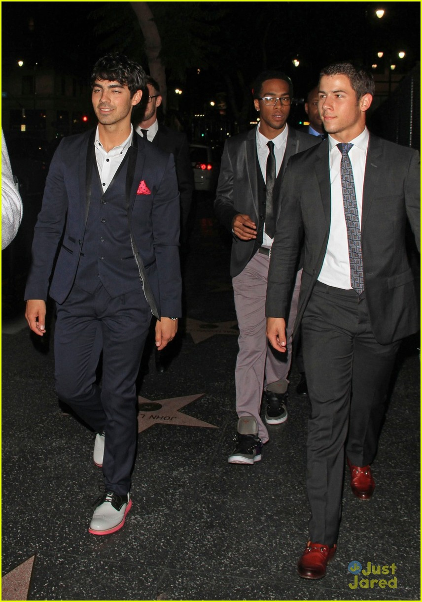 nick joe jonas hyde hollywood 01