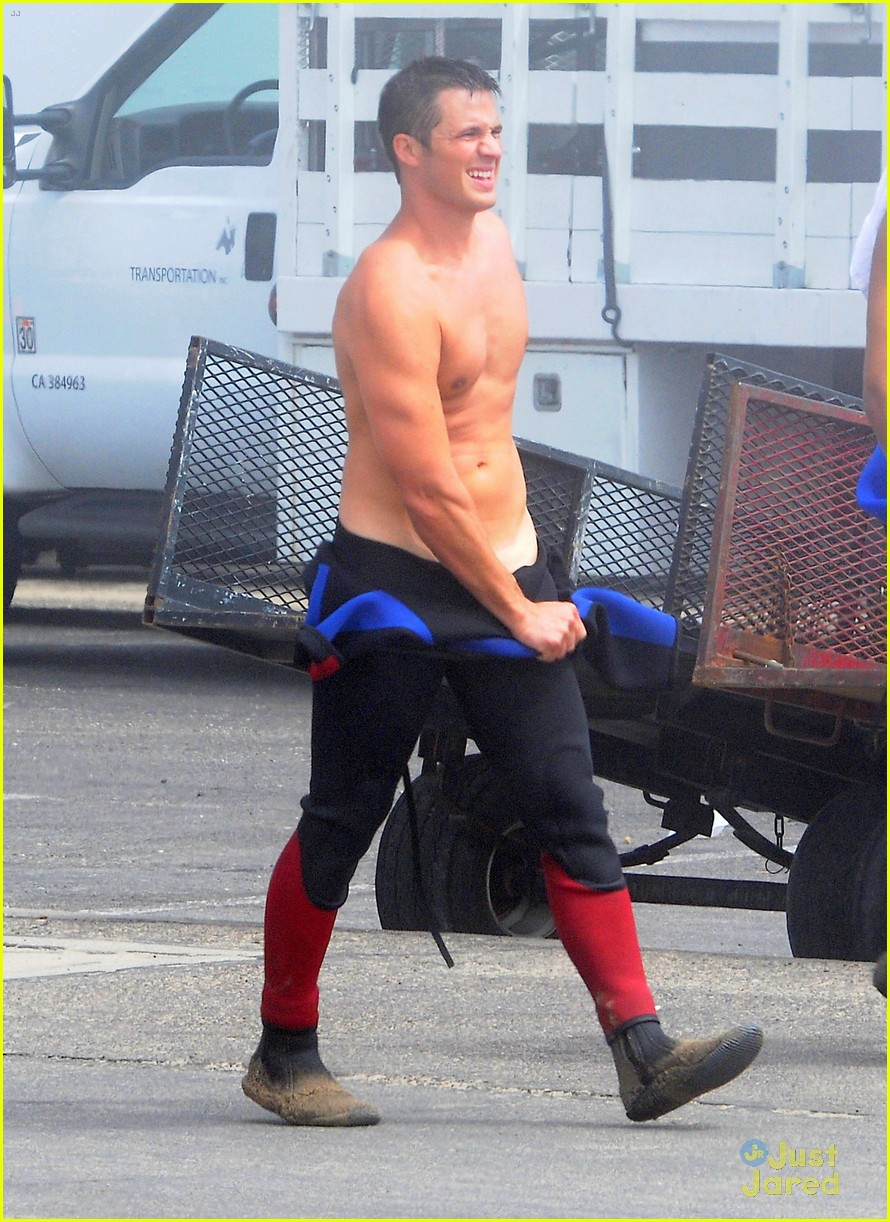 lanter shirtless 90210 13