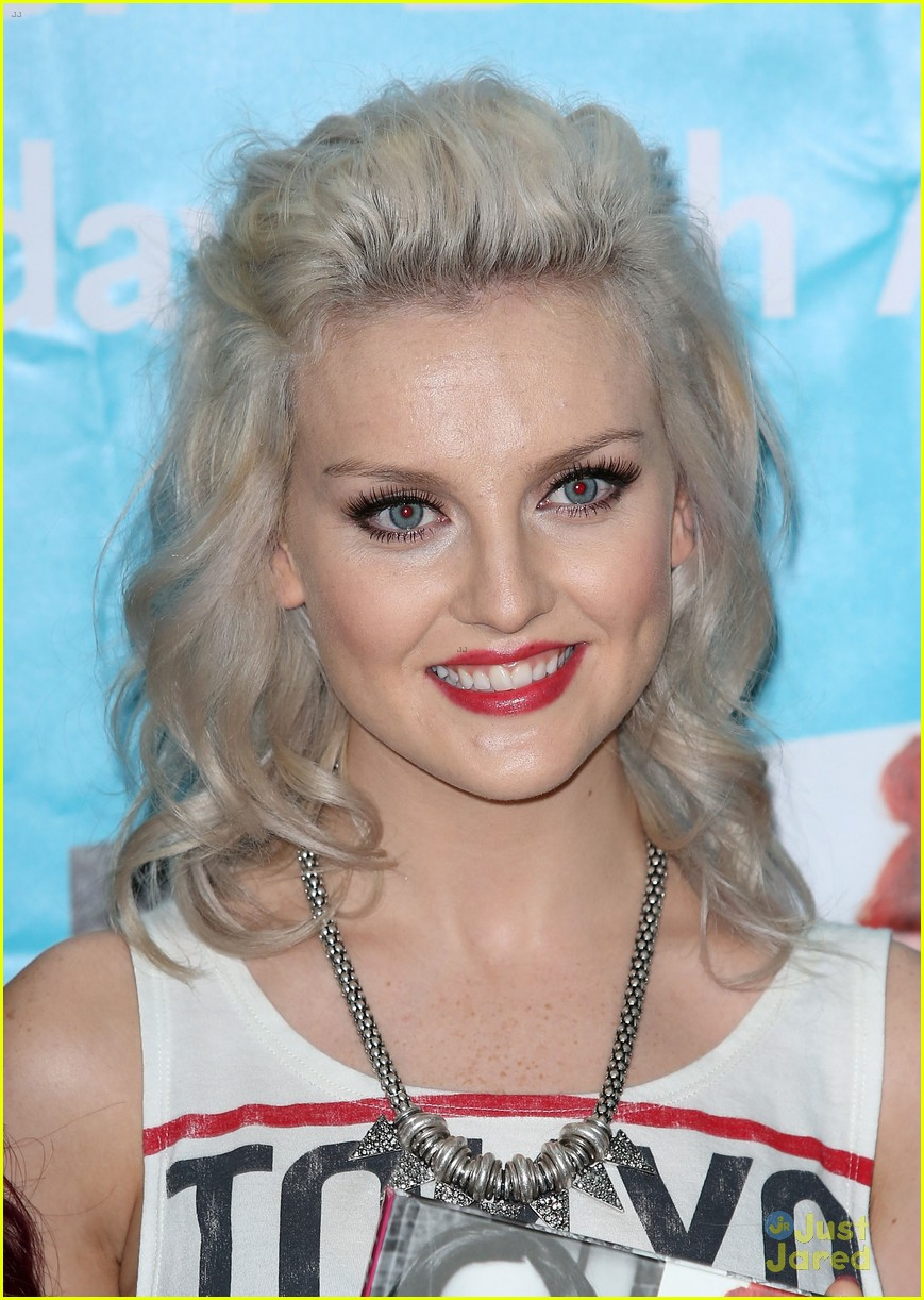little mix book signing 08