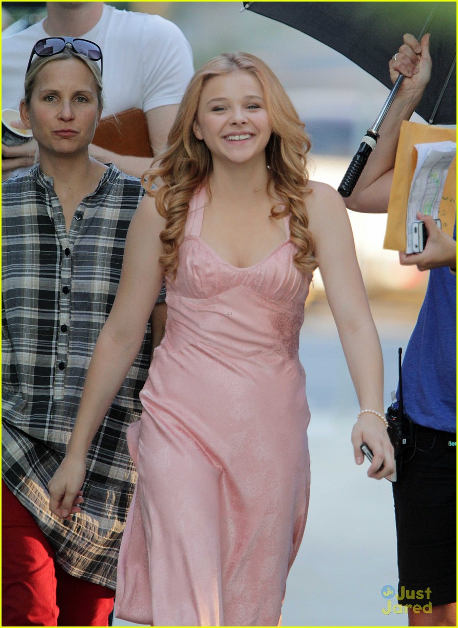 chloe moretz blood soaked on carrie set 20