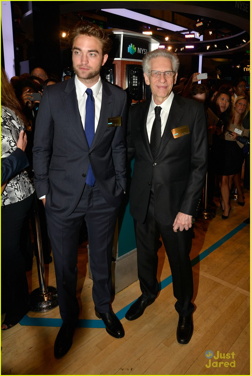 robert pattinson rings bell at new york stock exchange 01