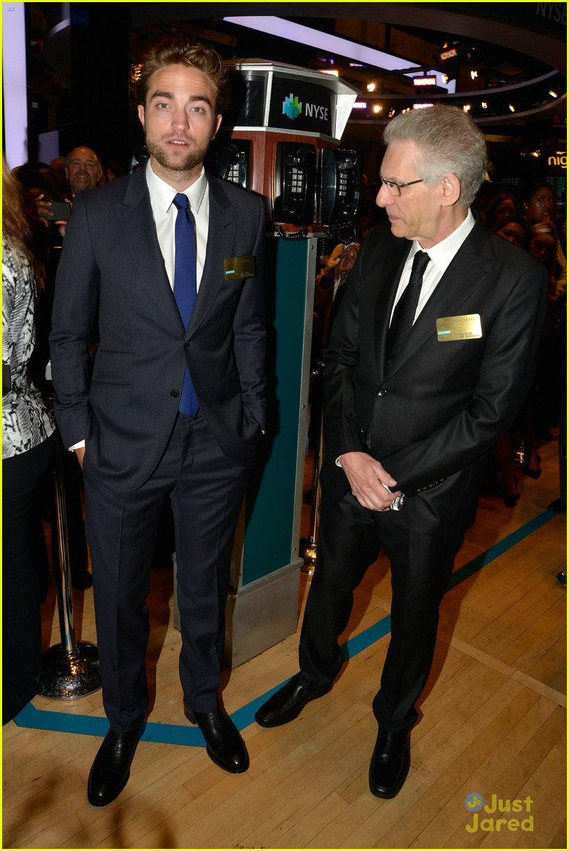 robert pattinson rings bell at new york stock exchange 05