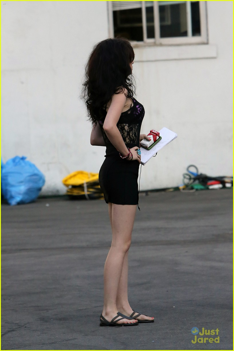 ashley rickards feed dog set 08