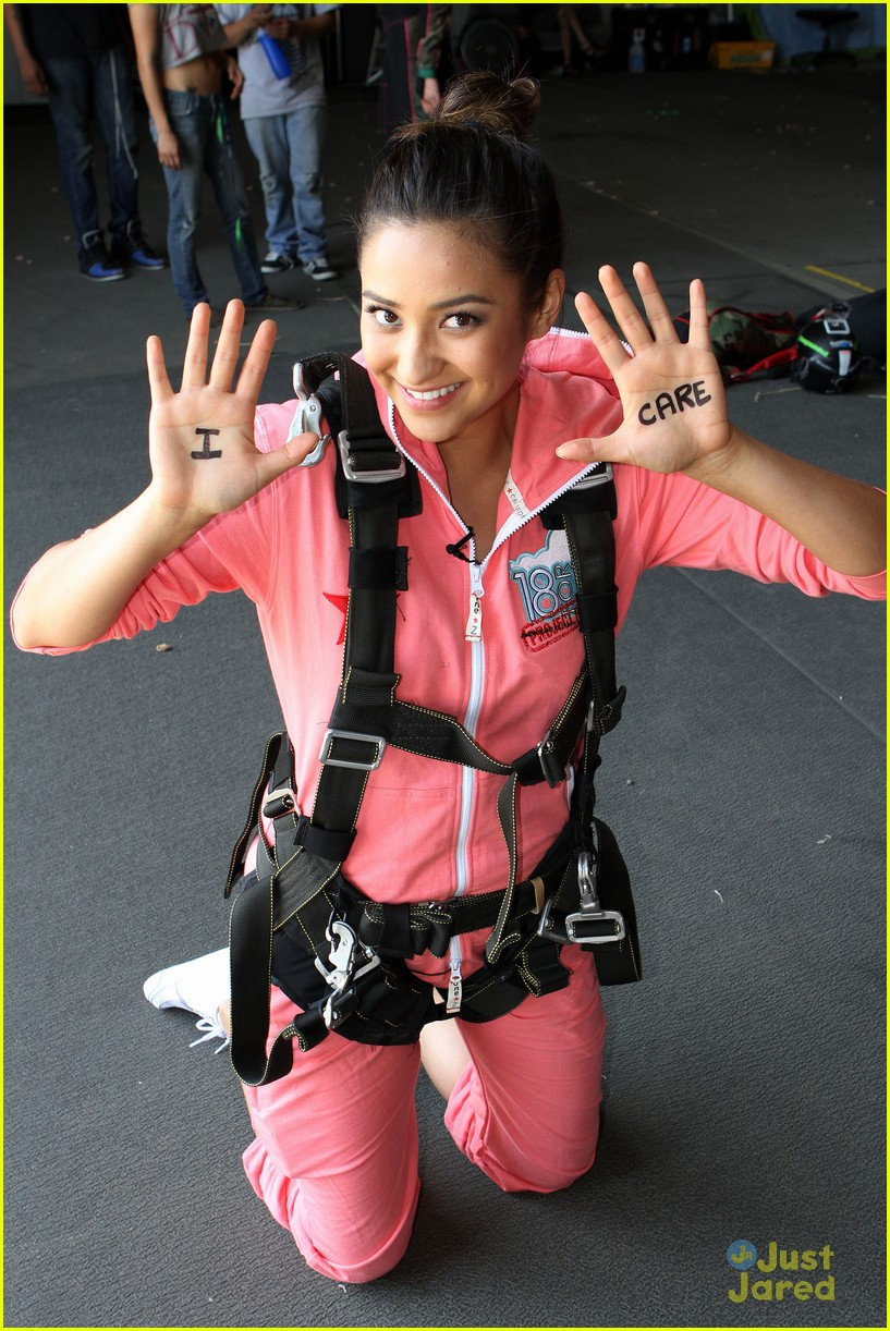 shay mitchell annalynne mccord sky dive 09