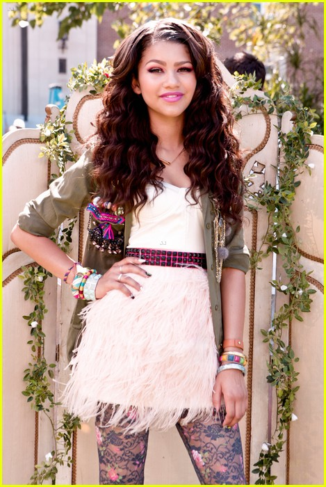 bella thorne zendaya fashion video pics 07