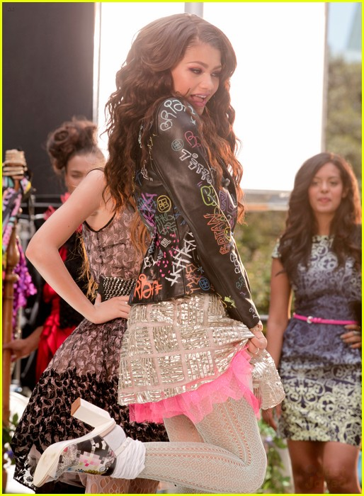 bella thorne zendaya fashion video pics 11