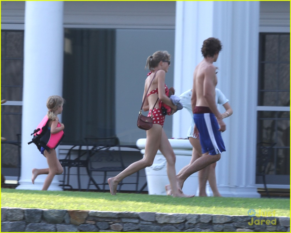 taylor swift conor kennedy beach day 09