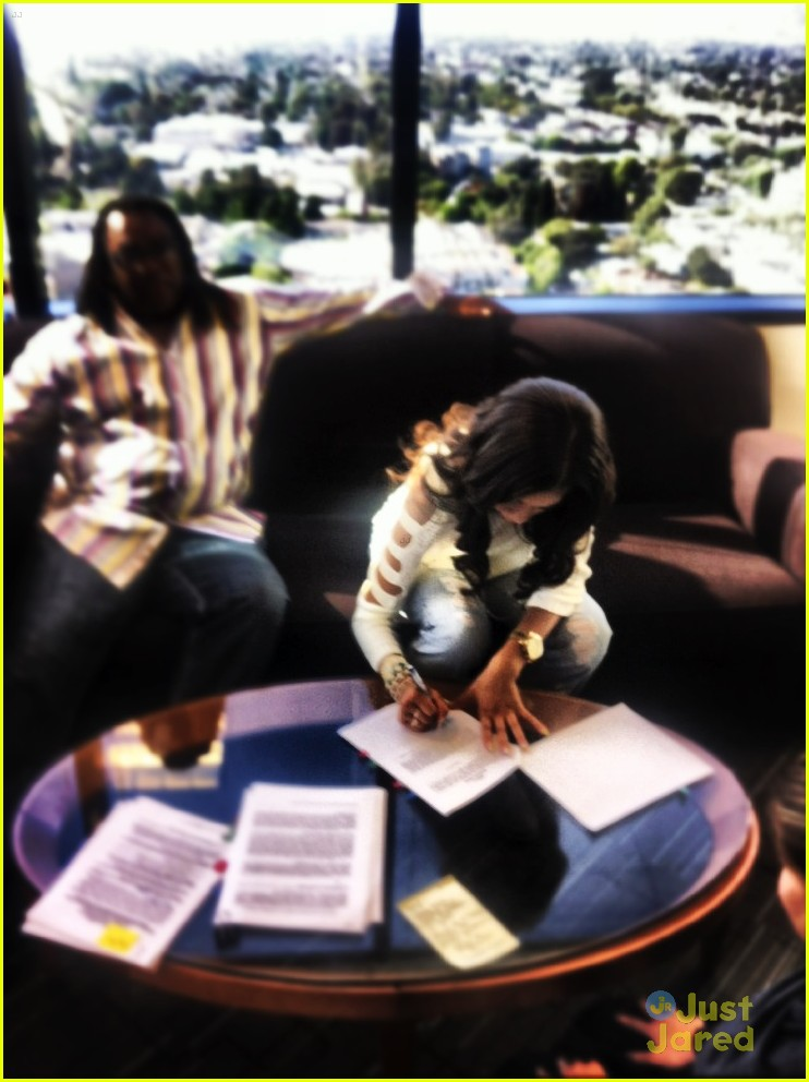 zendaya hollywood records 02