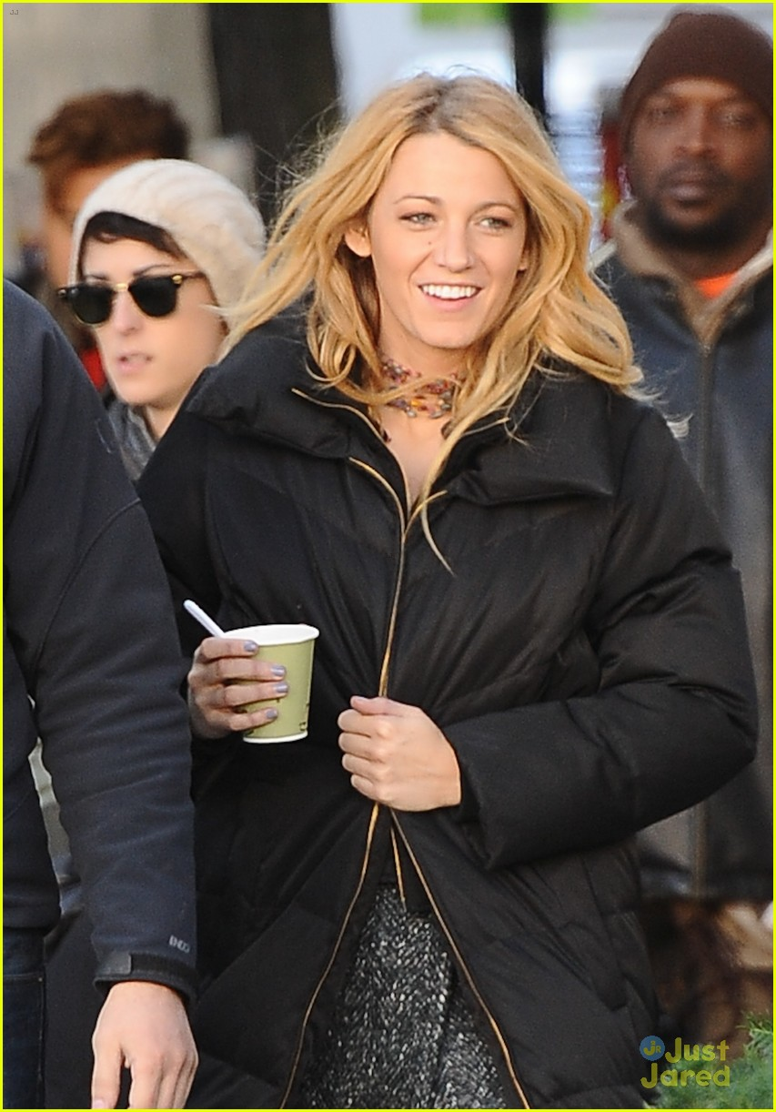 blake lively penn badgley gossip girl friday 02