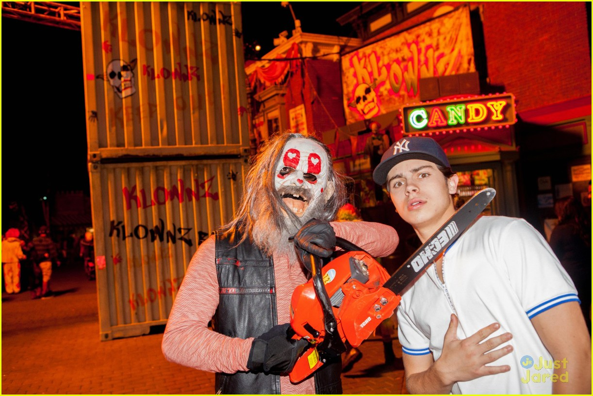 jake t austin horror nights 01