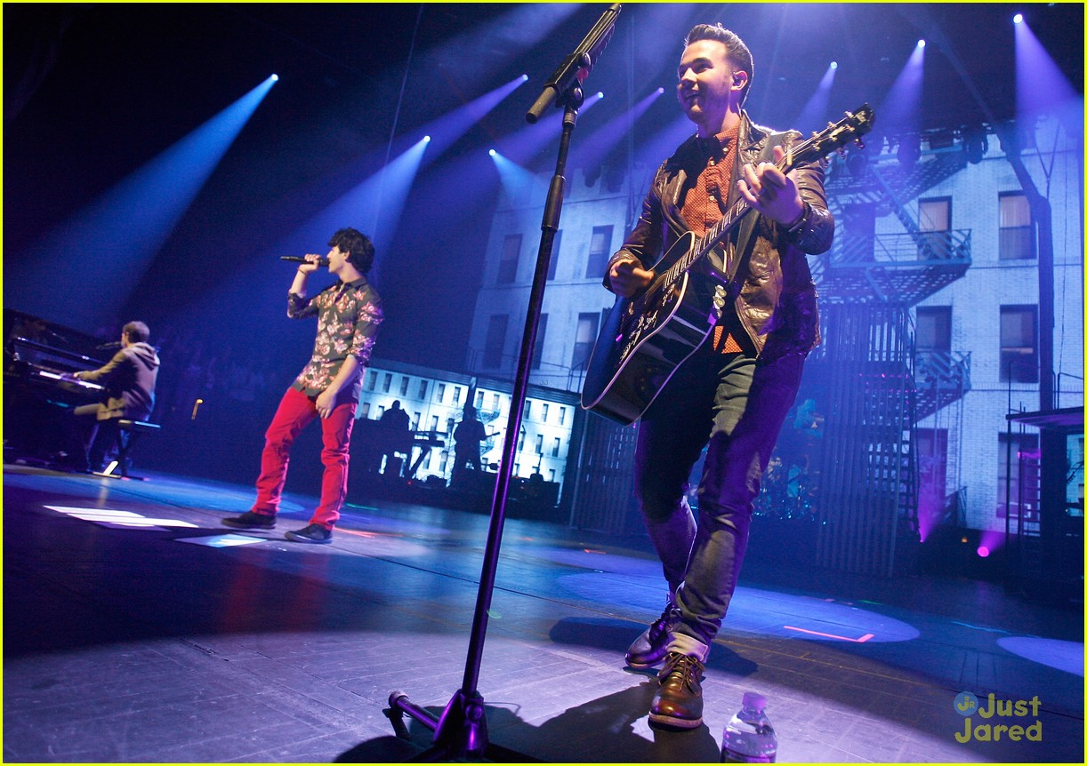 jonas brothers debut new songs at radio city music hall 20