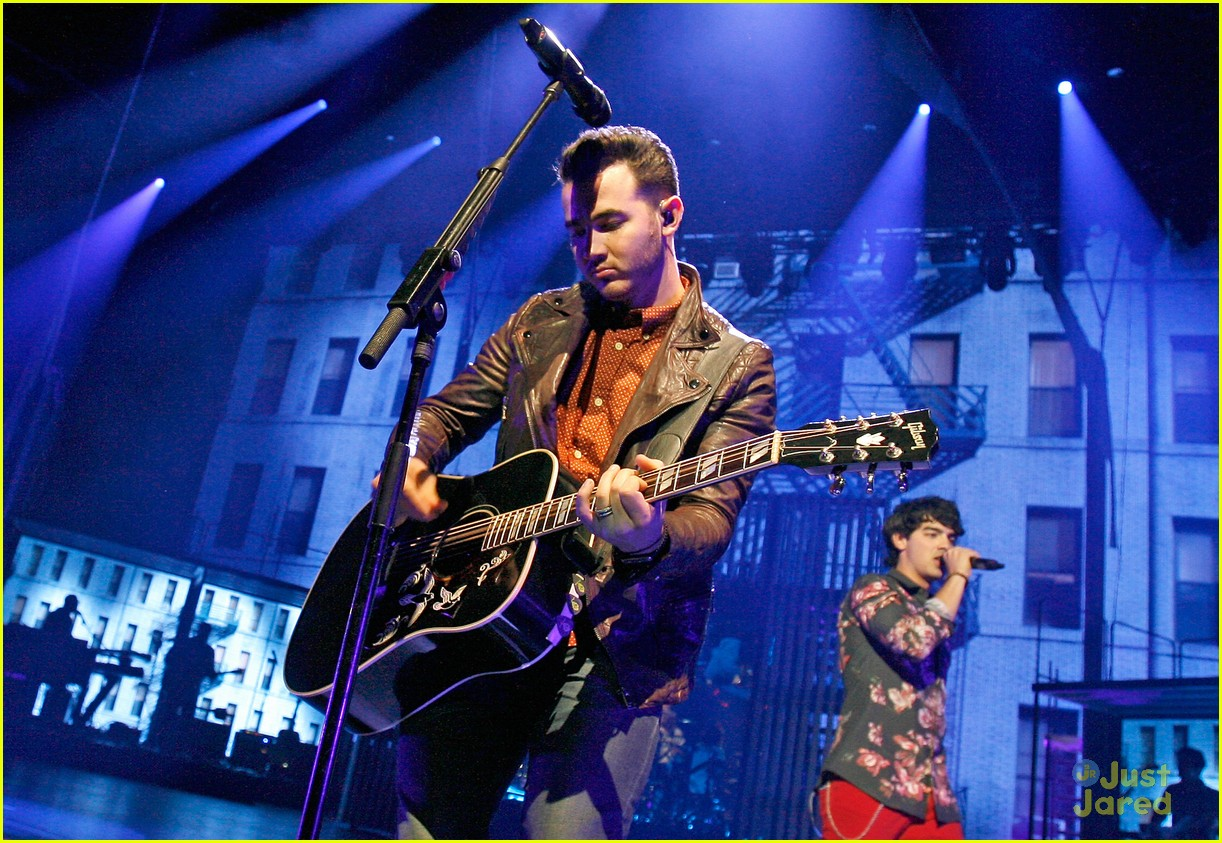 jonas brothers debut new songs at radio city music hall 25