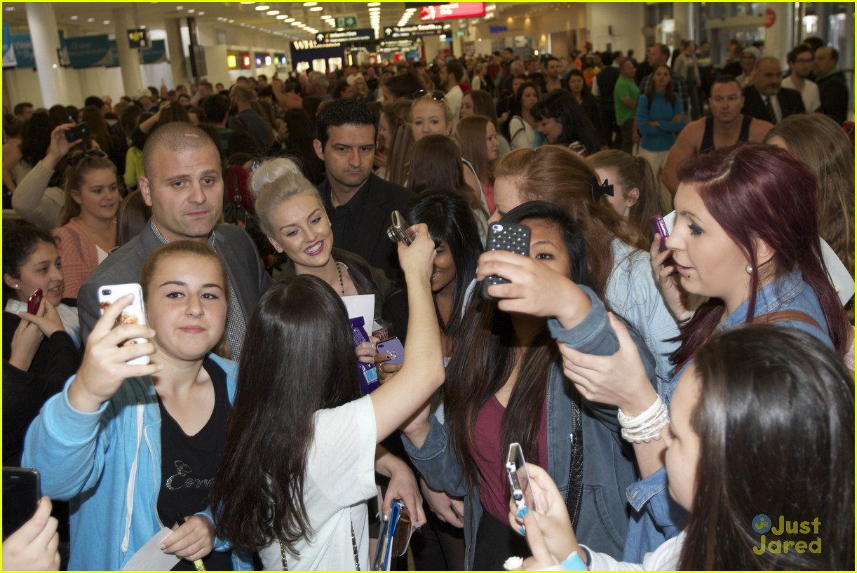 little mix australia arrival 03