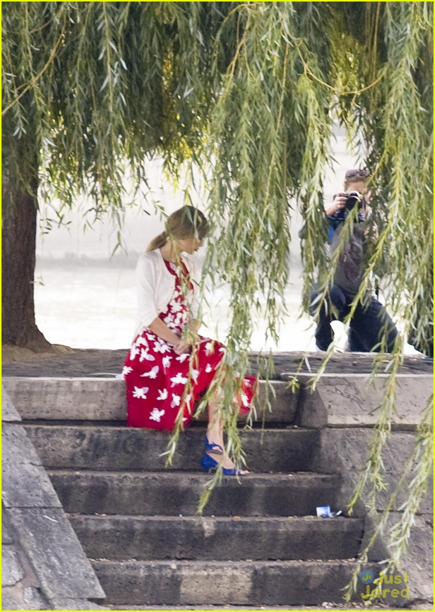 Full Sized Photo of taylor swift emma stone paris lunch 03 ... Emma Stone