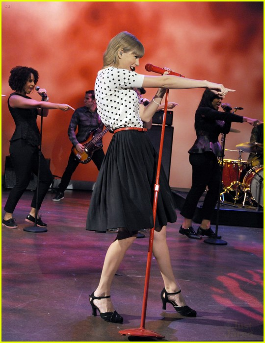 taylor swift view appearance 04