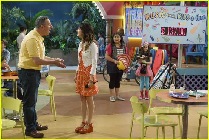 austin ally parents stills 04