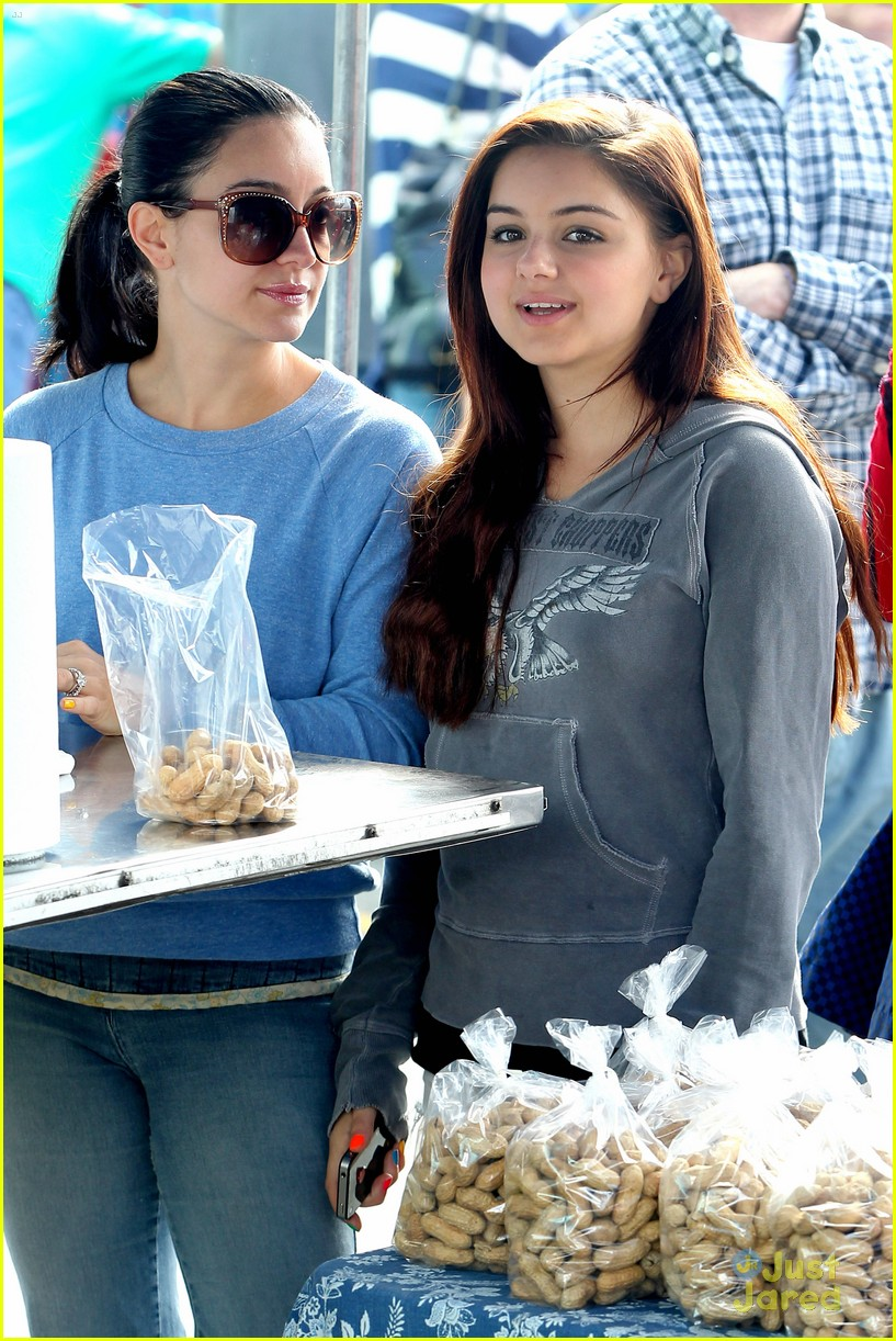 ariel winter farmers market 07