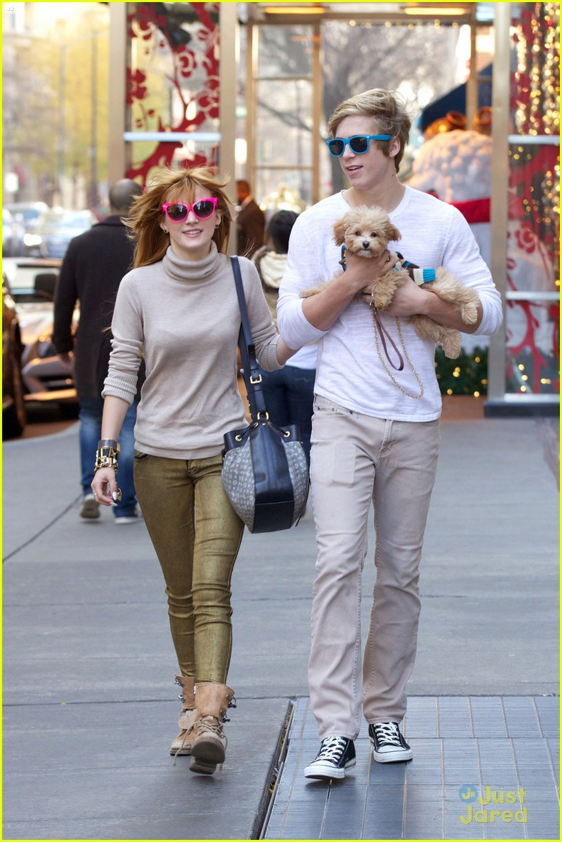 bella thorne olivia holt top shoppers 04