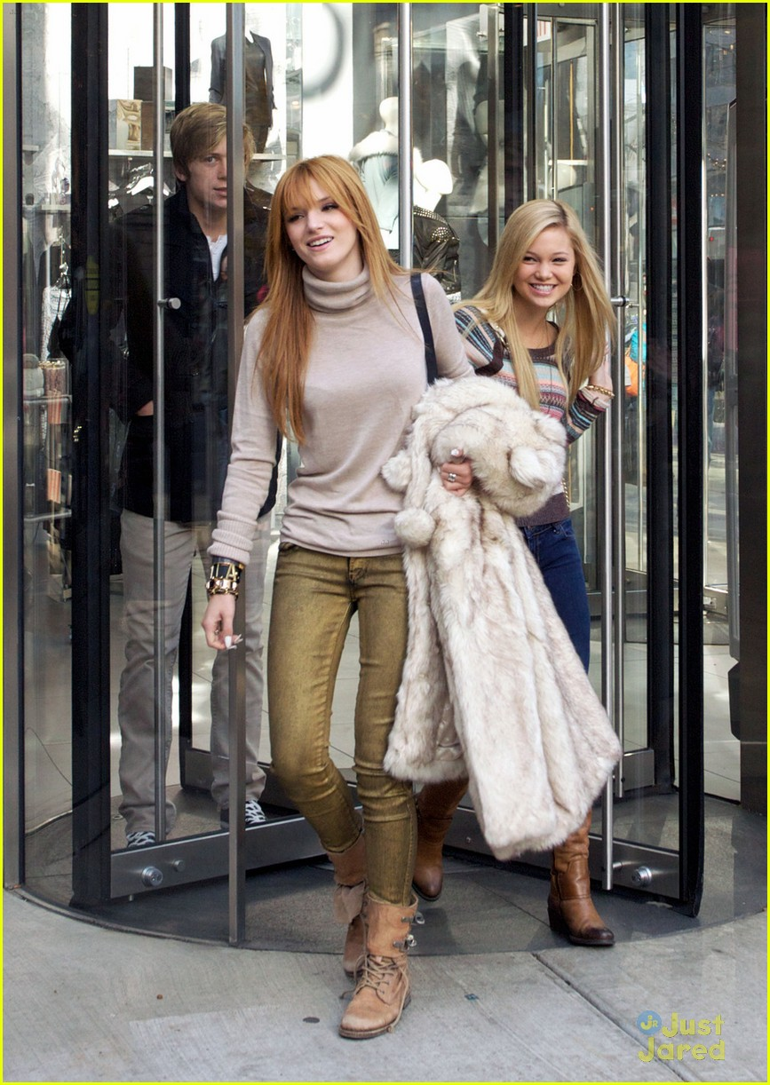 bella thorne olivia holt top shoppers 05