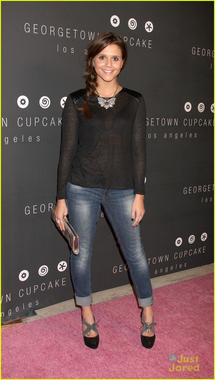 alexandra chando lindsey shaw georgetown cupcakes 04