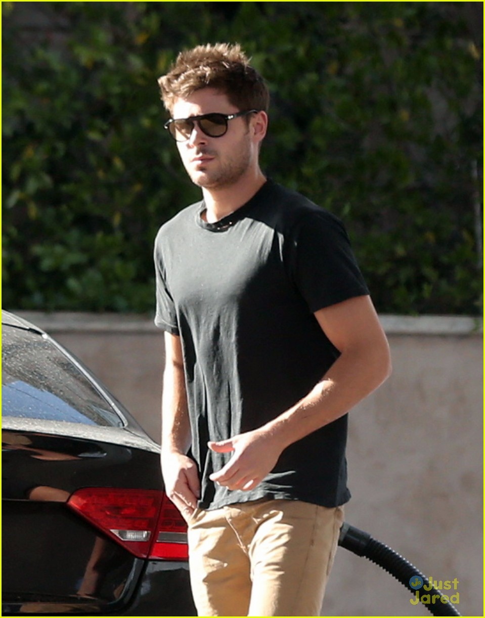 zac efron gas station stop 11