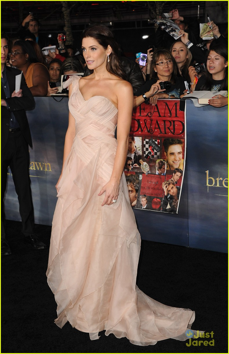 ashley greene bd premiere 03