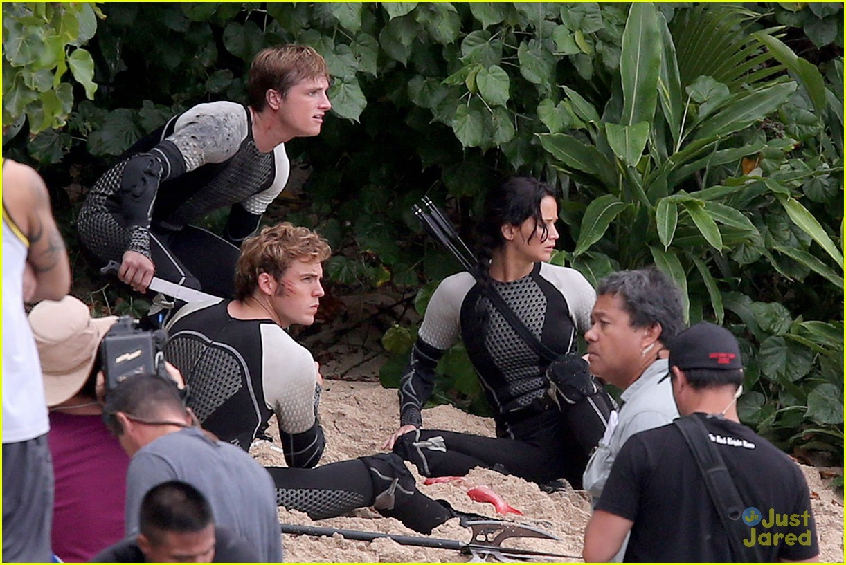 jennifer lawrence thg beach 14