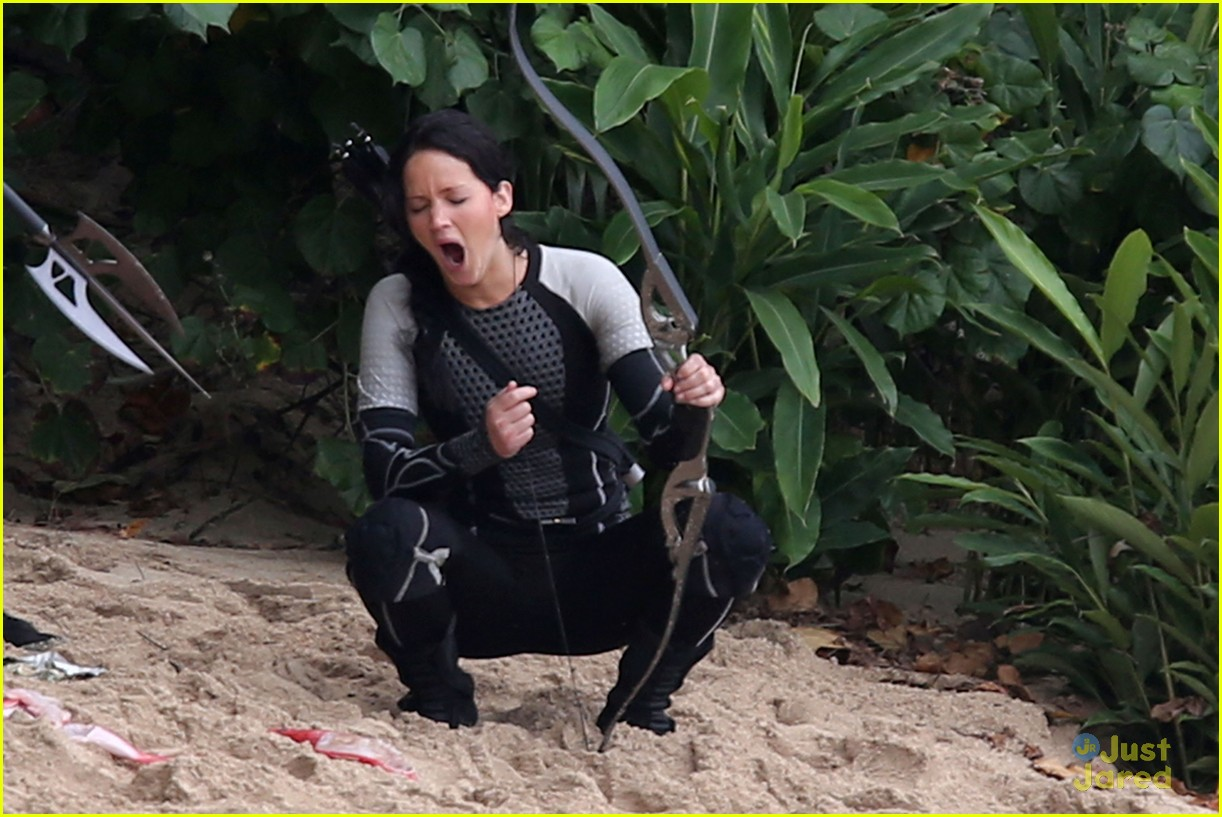 jennifer lawrence thg beach 15