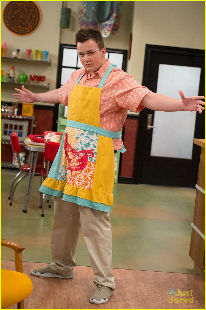 noah munck icarly apron 05