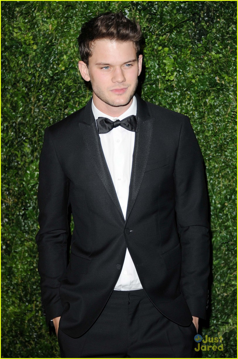 jeremy irvine evening standard awards 07