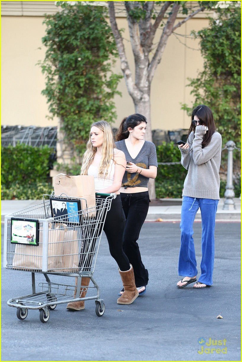 kendall kylie jenner grocery girls 04