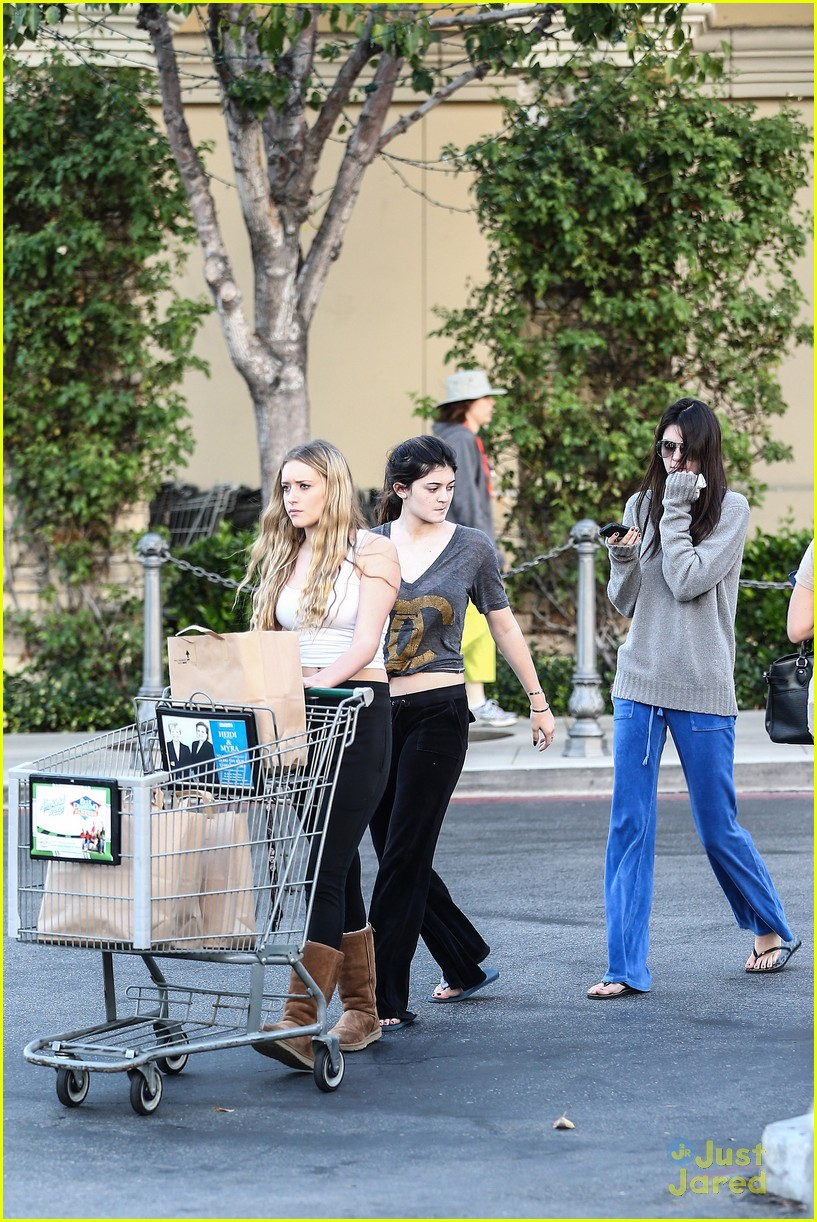 kendall kylie jenner grocery girls 06