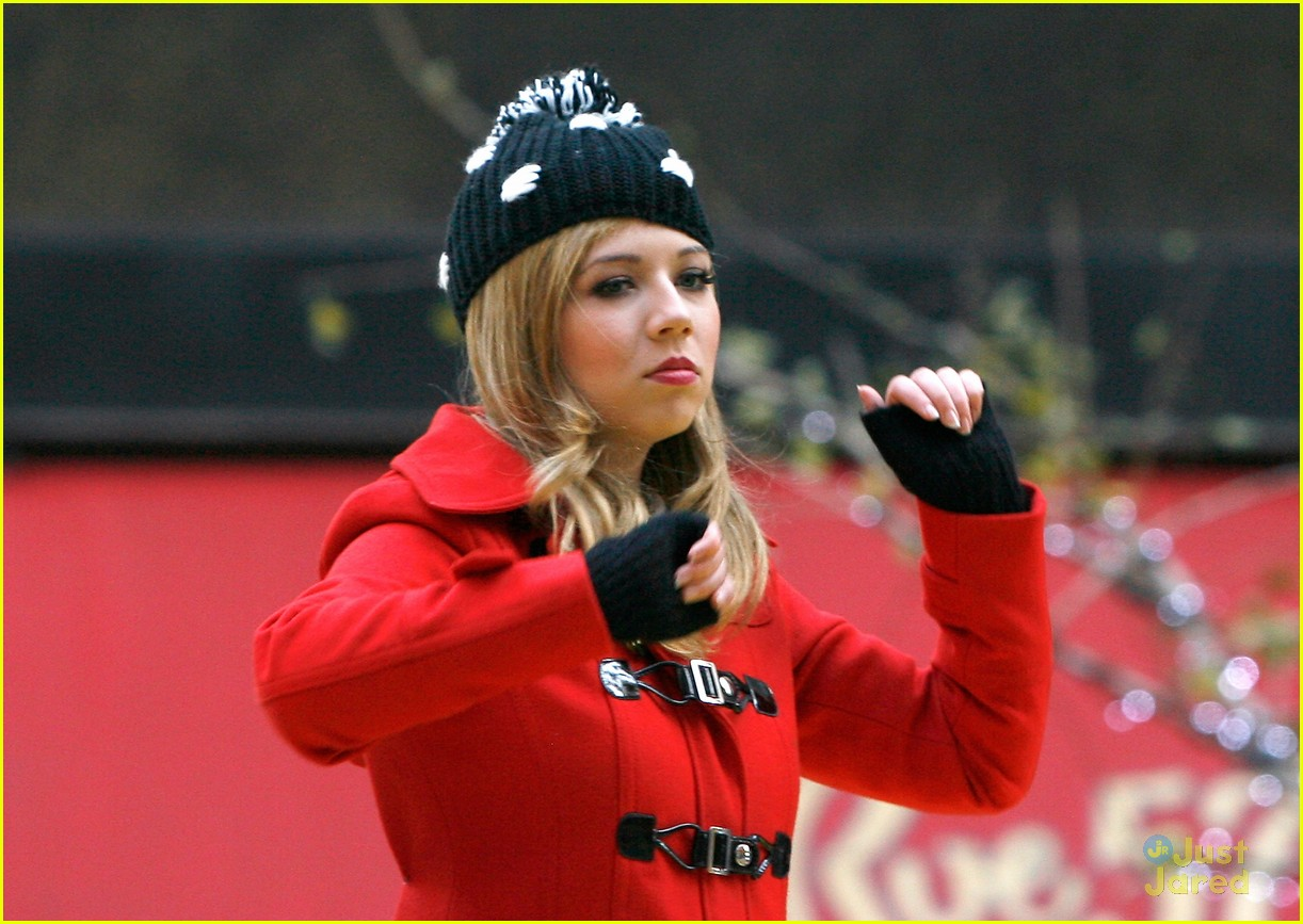 jennette mccurdy thanksgiving parade 07