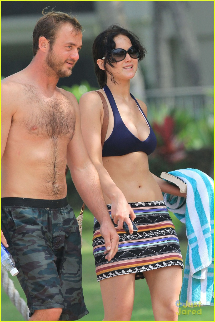 jennifer lawrence thanksgiving beach day 04