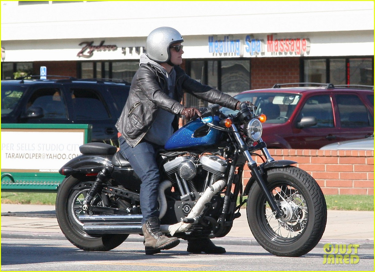 josh hutcherson motorcycle ride 02