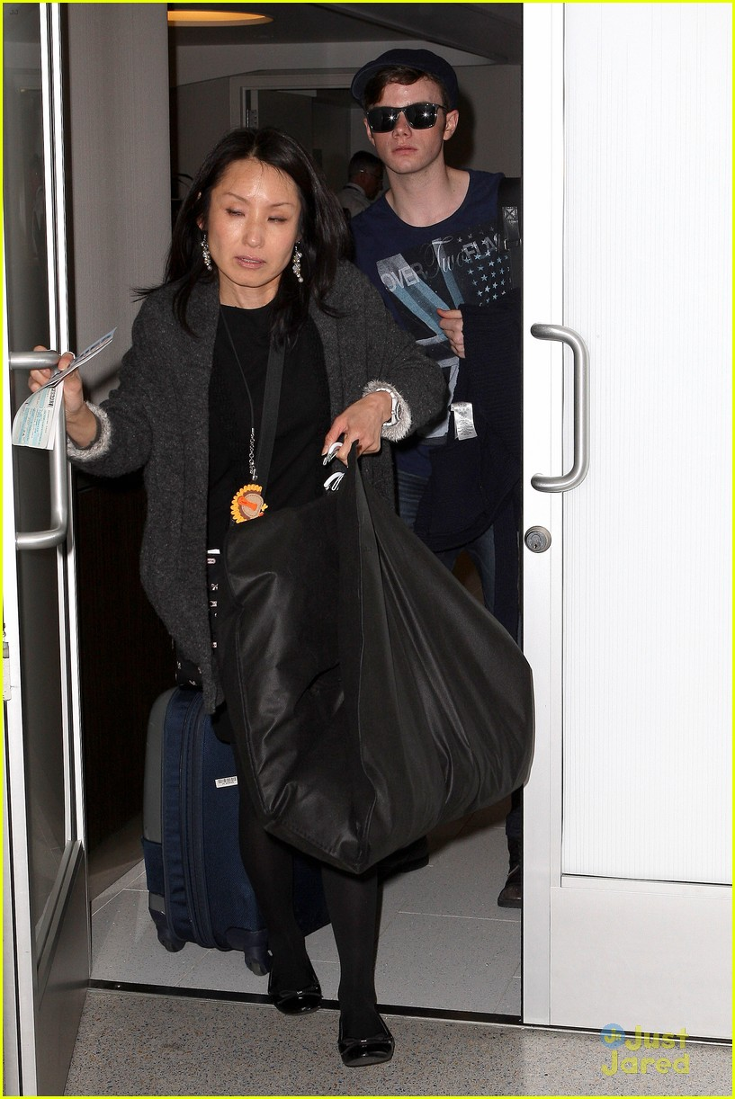 lea michele chris colfer jet to nyc for glee filming 07